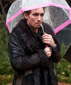Get this Klaus Shearling Fur Coat. This Coat is worn by Robert Sheehan in TV Series The Umbrella Academy. Robert Sheehan, Minimalist Photography, Urban Photography, Hunger Games, Zack E Cody, Doom Patrol, Under My Umbrella, Shearling Coat, Fur Coat