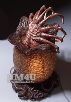 Alien Egg and Facehugger with Lamp 1/2 Resin Statue.  Give it to me now!