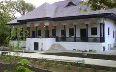 Conacul boierului Bellu din Urlaţi, o bijuterie arhitectonică ascunsă printre dealurile cu vii din Prahova Hacienda Homes, Design Case, Home Fashion, Traditional House, Rustic Style, Art And Architecture, Cottages, Gazebo, Farmhouse