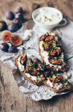 Rosted Figs Tartines with Almond Cottage Cheese