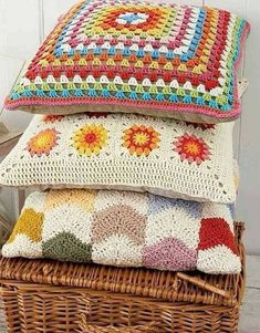 35 examples of beautiful knitting patterns Crochet Cushion Cover, Crochet Cushions, Crochet Pillow, Crochet Stitches, Manta Crochet, Crochet Mandala, Crochet Art, Crochet Lingerie, Crochet Square Blanket