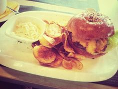 Burger Budapest, Hamburger, Ethnic Recipes, Food, Meal, Hamburgers, Essen, Hoods, Burgers