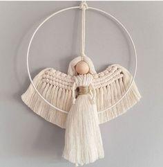 Christmas Gift Decorations, Diy Christmas Ornaments, Yarn Crafts, Diy And Crafts, Macrame Wall Hanging Diy, Paper Crafts Origami, Macrame Tutorial, Boho Diy, Macrame Patterns