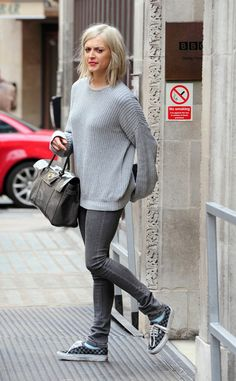 Fearne Cotton Canvas Shoes - Fearne Cotton kept her look casual in an oversized sweater and checkered canvas kicks. Fearne Cotton Hair, Styled By Susie, Tomboy Stil, Edgy Outfits, Ladies Outfits, Gamine Style, Tomboy Fashion, Love Her Style, Cotton Style