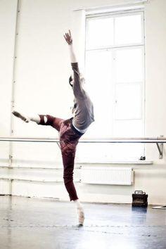 Olesya Novikova rehearsing La Bayadere (Photos: Nikolay Krusser)