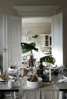 Kitchen Dining, Design Inspiration, Interior Design, Plants, Kitchens, Bronze, Home, Crystal, Copper
