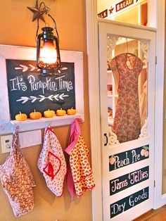 That chalkboard with aprons would be so cute at the entrance of our laundry room. Copper Kitchen Decor, Yellow Kitchen Decor, Screen Doors, Screen Door Pantry, Design Seeds, Ikea, Loft, Baking Center, Fall Decor
