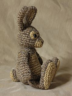 Crochet bunny rabbit stuffed animal.  Website has many neat patterns.  $ Ravelry.  haakpatroon konijn