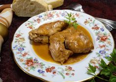 Foto principal de Conejo en salsa con majada de hígado Chicken Wings, Meat, Food, Rabbit Recipes, Chocolate Sponge Cake, Chicken Recipes, Tomato Sauce, One Pot Dinners, Homemade Recipe