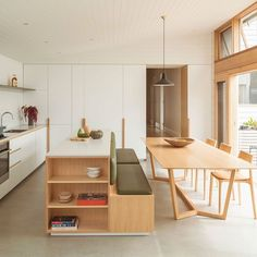 The Design Files' Top 10 Architectural Homes of 2019 Home Interior, Kitchen Interior, Interior Architecture, Kitchen Design, Kitchen Decor, Interior Design, Farmhouse Architecture, Kitchen Seating, Banquette Seating