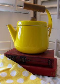 vintage yellow enamel teapot via The Squirrel Cottage