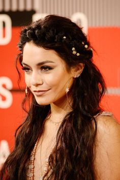 Vanessa Hudgens' VMA outfit & accessories are a match made in fashion heaven