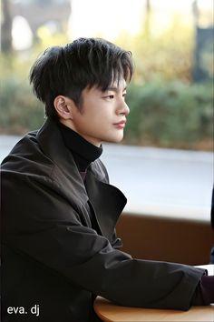 Cute Korean Boys, Korean Men, Asian Boys, Korean Actors, Korean Drama Songs, Korean Drama Best, Seo In Guk, Ideal Man, Gong Yoo