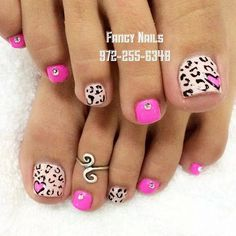 Nail art Christmas - the festive spirit on the nails. Over 70 creative ideas and tutorials - My Nails Pretty Pedicures, Pretty Toe Nails, Cute Toe Nails, Hot Nails, Fancy Nails, Toe Nail Art, Cute Pedicure Designs, Manicure E Pedicure, Nail Art Designs