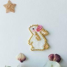 Diagrammes des lapinous Hama Beads Patterns, Beaded Bracelet Patterns, Peyote Patterns, Loom Patterns, Beading Patterns, Jewelry Patterns, Embroidery Patterns, Jewelry Ideas, Knitting Patterns