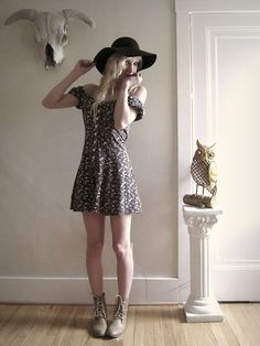 706fd2b6e0c51 Calico dress with a black sun hat and lace up boots. Soo cute.