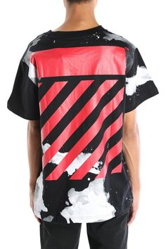 The Liquid Spots T-Shirt in Black from Off-White c/o Virgil Abloh. DetailsRegular fit tee.Crew neck collar.Liquid spot pattern throughout.Two…