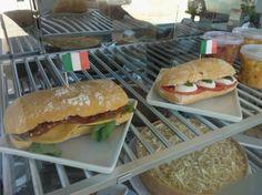 Panino al salame e Panino Caprese #dolcenerocafes #floripa #florianopolis #cafeteria #coffeeshop #illy #cafesespeciais