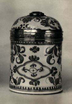 Pot à pommade (ointment pot), China (made), France, 1717/1722, hard porcelain decorated in blue and white (Qinghua) silver mount. Les Arts Decoratifs