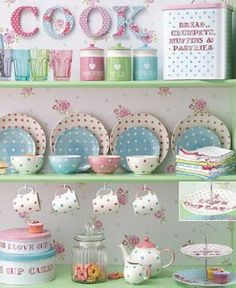 Pastel and dots! Cocina Shabby Chic, Shabby Chic Kitchen, Vintage Kitchen, Kitchen Decor, Kitchen Ideas, Kitchen Jars, Casa Mimosa, Overbeck And Friends, Deco Pastel
