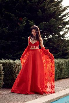 Trendy ideas wedding indian outfit red Trendy ideas wedding indian outfit redYou can find indian wedding clothes and more on our Trendy ideas wed. Indian Gowns Dresses, Indian Fashion Dresses, Dress Indian Style, Indian Designer Outfits, Indian Fashion Trends, Indian Lehenga, Lehenga Choli, Red Lehenga, Anarkali Kurti