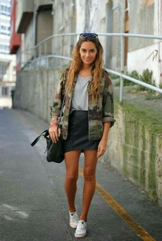 Ootd: chemise militaire kaki, mini jupe en cuir