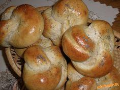 Uzlíky s medom Bagel, Goodies, Bread, Baking, Sweet, Pizza, Food, Sweet Like Candy, Candy