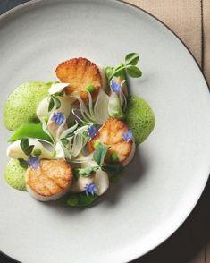 Food Design, Gourmet Food Plating, Michelin Star Food, Food Decoration, Aesthetic Food, Culinary Arts, Restaurant Recipes, Salmon Recipes, Gourmet Recipes
