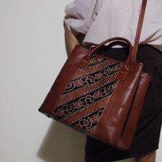Large Batik Leather Bag from Arimbi Series.    #newarrival #djokdjabatik