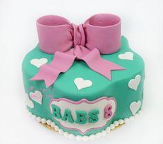 Verjaardagstaart met een strik / Birthday cake with a Bow