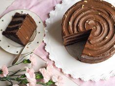 Täydellinen Suklaakakku A Food, Food And Drink, Formal Dinner, Yams, Sweet And Salty, International Recipes, Panna Cotta, Muffins, Birthdays