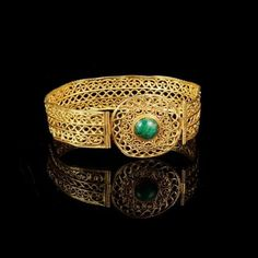 #Repost @lapadafair  An extraordinary 5th  6th century AD Byzantine gold & emerald bracelet from #LAPADA member CJ Martin Coins & Ancient Art and available on the #LAPADAWebsite. Opus interrasile is a pierced openwork metalworking technique found from the 3rd century AD and remaining popular in Byzantine jewellery. It was developed and popularised in Rome where metalworkers used it to make arabesques and other similar designs. The technique involves punching holes in metal to simulate…