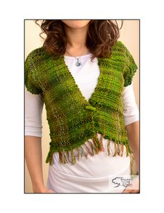 I like this shaping Sock Loom, Peg Loom, Loom Knitting Projects, Weaving Projects, Loom Weaving, Hand Weaving, Weaving Textiles, Vest Pattern, Crafts For Girls