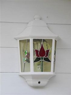 Wall Lamp - by lage This is a great idea! Stained Glass Flowers, Stained Glass Lamps, Stained Glass Designs, Stained Glass Projects, Stained Glass Patterns, Leaded Glass, Stained Glass Windows, Mosaic Glass, Stained Glass Night Lights