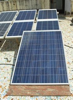 Have you finally decided to build your home a DIY solar panel? These DIY solar panel tutorials might finally help you get on with this project! DIY Solar Panel Ideas That Will Get You To Go Green T… Renewable Energy, Solar Energy, Solar Power, Wind Power, Solar Projects, Energy Projects, Eco Energie, Solaire Diy, Alternative Energie