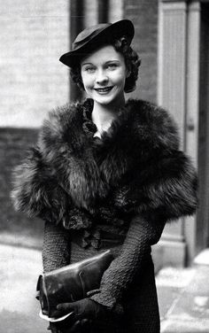 Vivien Leigh c.1935 - gosh my grandma looked so like her - beautiful!