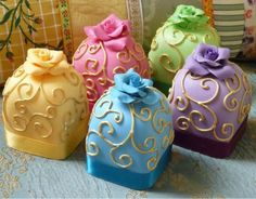 Cakes shaped like ring boxes
