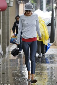 Alessandra Ambrosio sporting the Yosi Samra cap toe flat! Alessandra Ambrosio, Brazilian Supermodel, Victoria's Secret, Chill Outfits, Sporty Style, Sports Leggings, Sport Fashion, Womens Fashion, Clothes