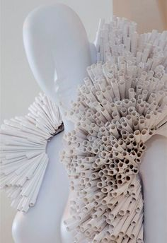 Intricate Paper Frocks paper fashion Pratt Pucci - paper fashion Pratt Pucci Photos 1 – Intricate Paper Frocks pictures, photos, images Source by larissawaiz - Paper Fashion, Arte Fashion, Origami Fashion, Diy Fashion, Coral Fashion, Dress Fashion, Fashion Trends, Moda Origami, Origami Owl