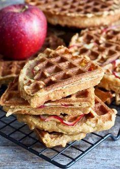 Superdeilige havrevafler med eple Waffles, Breakfast Recipes, Goodies, Food And Drink, Lunch, Bread, Snacks, Baking, Desserts