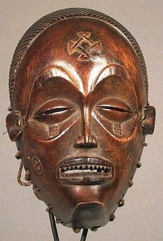 Image from https://africamusicandart.files.wordpress.com/2012/10/mask1.jpg.