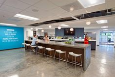 Snagajob's New Open & Collaborative Cafeteria Headquarters Commercial Interior Design, Commercial Interiors, Architecture Office, Architecture Design, Area Industrial, Office Wall Graphics, Work Cafe, Lunch Room, Office Interiors