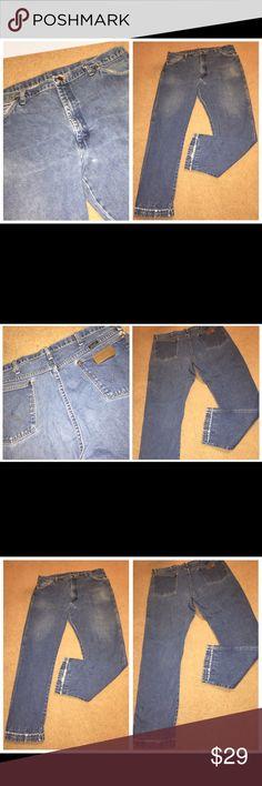 Vtg Distressed Wrangler men's blue jeans, Sz 40/32 051917-5 Vintage Distressed Wrangler men's blue jeans, Sz 40/32 Vintage Wrangler Distessed men's 100% cotton blue jeans, Sz 40/32 Waist - 38 Inseam – 30 ½ Wrangler Jeans