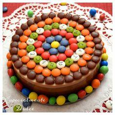 Tarta tres chocolates con lacasitos y conguitos