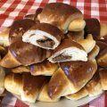 Meggyes mascarpone-s sütemény | mókuslekvár.hu Pancakes, Breakfast, Dios, Mascarpone, Morning Coffee, Pancake, Crepes