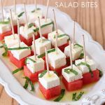 Easy watermelon feta and mint salad bites. Light and simple recipe for summer! via Easy watermelon feta and mint salad bites. Light and simple recipe for summer! Watermelon And Feta, Watermelon Recipes, Watermelon Appetizer, Snacks Für Party, Appetizers For Party, Easy Summer Appetizers, Shower Appetizers, Tapas, Fingers Food
