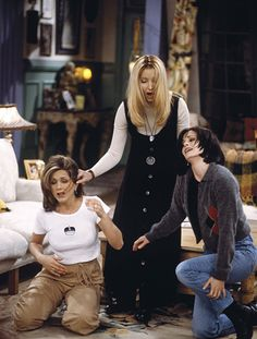 "FRIENDS -- ""The One After the Superbowl"" Episode 12 -- Pictured: Jennifer Aniston as Rachel Green, Lisa Kudrow as Phoebe Buffay, Courteney Cox Arquette as Monica Geller Get premium, high resolution news photos at Getty Images Serie Friends, Friends Cast, Friends Episodes, Friends Tv Show, Jennifer Aniston Photos, Jenifer Aniston, Jennifer Aniston Wallpaper, Jennifer Aniston Friends, Friends Scenes"