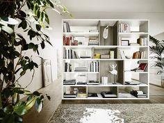 With a good system everything is possible. Bookshelf from Livitalia made in Italy 🇮🇹 #bookshelf #books #interior #furniture #mobili #möbel #bücher #bücherregal