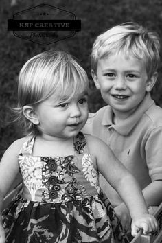 Family photography, siblings, black white