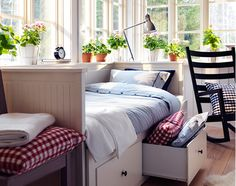 Great Guest room bed... easy to set up into a king... wow!  love this.   A welcoming home for the holidays